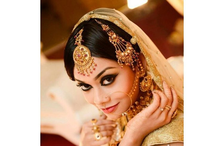 Mehndi Hairstyles With Tikka : How to wear maang tikka in different styles