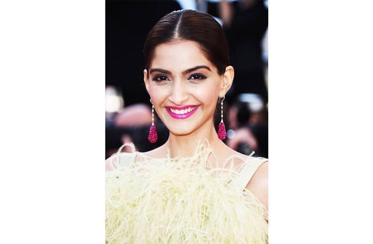 sonam kapoor smiling in - photo #26