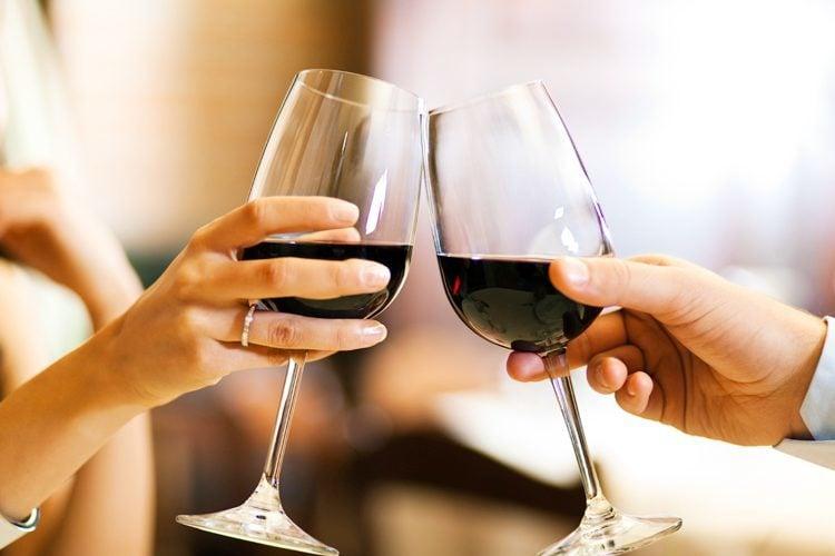 Wine etiquette at dinner