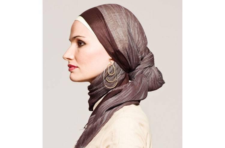 Loop earrings with hijab knot