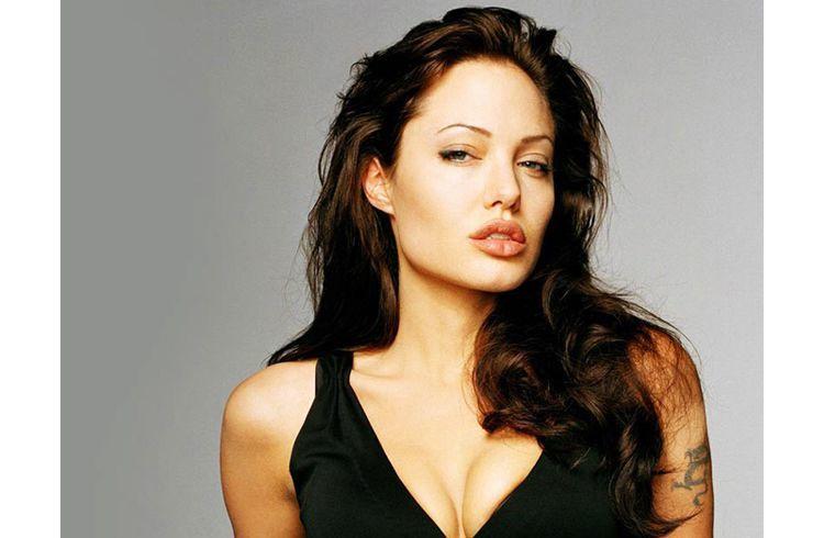 Angelina jolie pouty lips