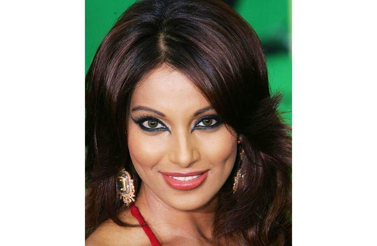Bipasha eyeliner