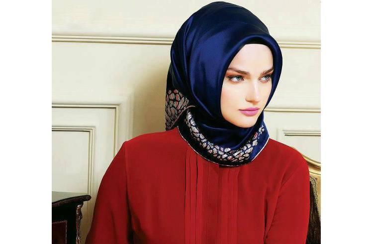 Blue makeup for Hijab