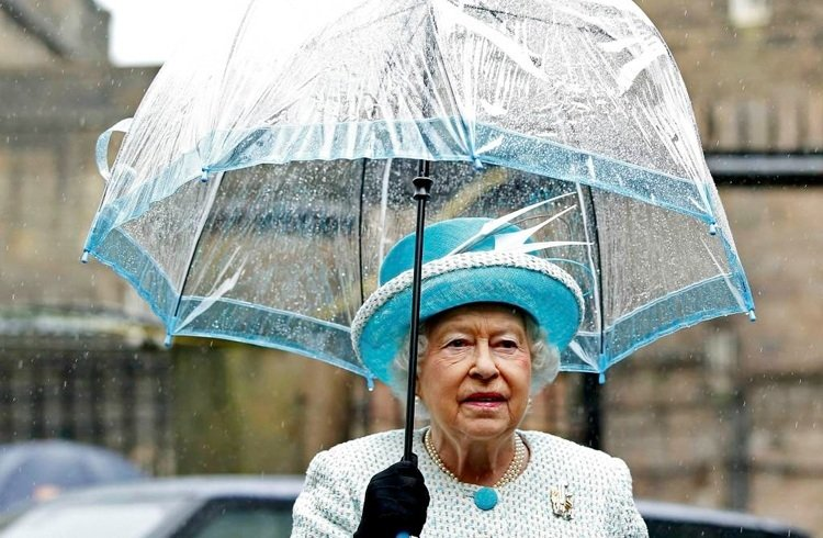 Elizabeth II umbrella in rain