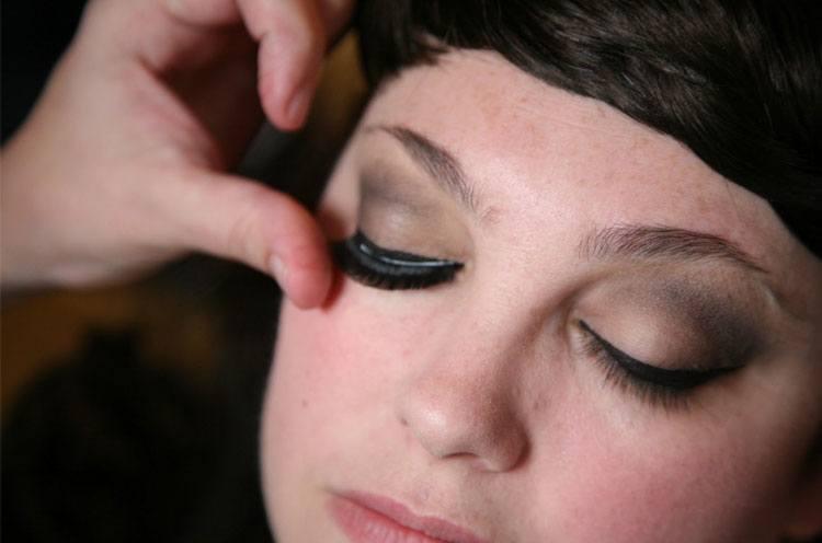 eyelashes to make your eyes look bigger