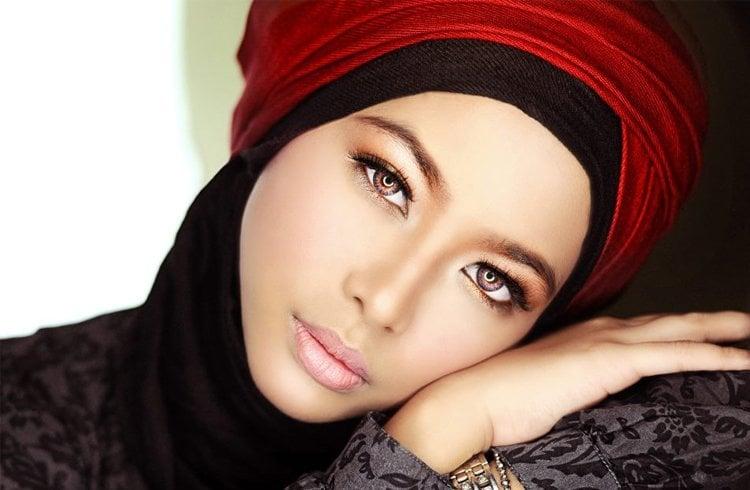 Hijab makeup for women