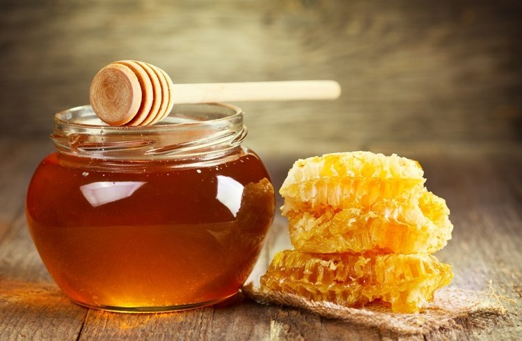Honey for pink eye treatment