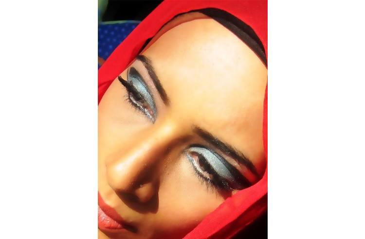 Makeup Ideas for Red Hijab