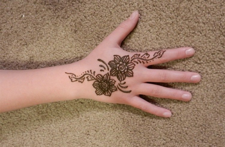 Mehendi Designs On Flowers