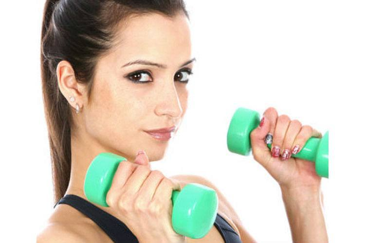 Should You Be Wearing Makeup to The Gym?