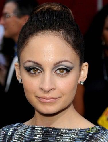 Protruding Eye Makeup Tips