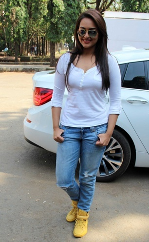 Sonakshi Sinha in white tee and blue denims combination in style