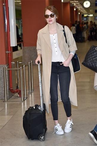 Emma Stone in dark jeans