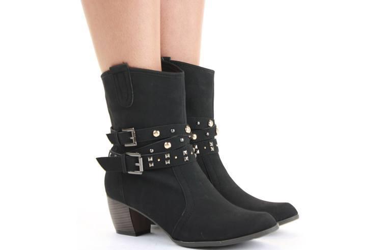Footwear for blind date