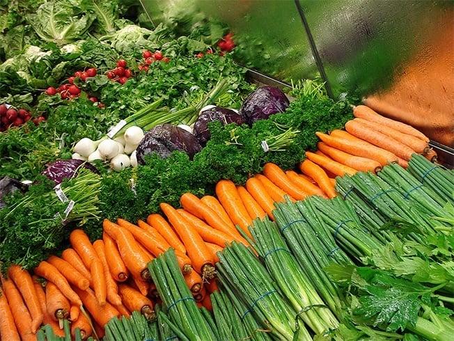 10 Lebensmittel für gesundes lockiges Haar