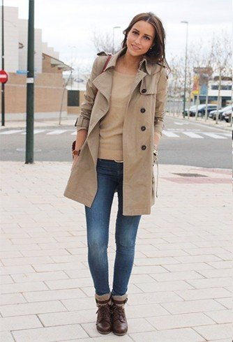 Layer t-shirt with trench coat