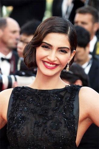 Sonam Kapoor Red Lipstick