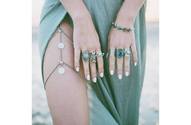 Thigh chains for beach wedding