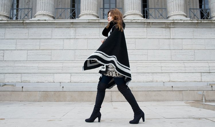 The knee boots with poncho