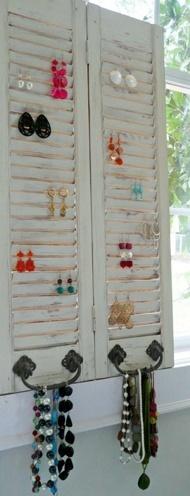 Mini-Window earring holder
