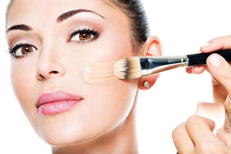 Znalezione obrazy dla zapytania liquid foundation brush application