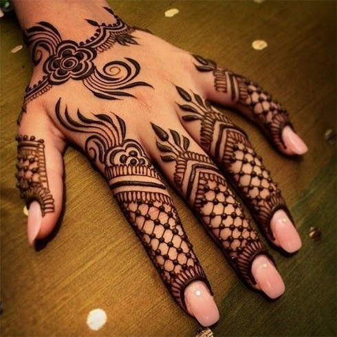 Simple Back Hand Mehandi Design