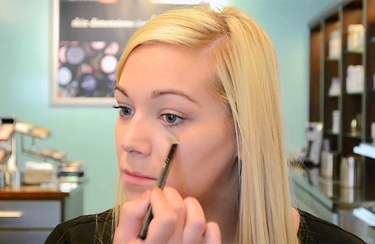 How to apply mineral bronzer