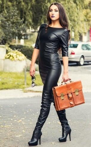 зрелые женщины в кожаных сапожках фото