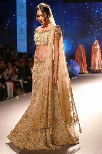 Lisa Haydon at BMW Indian Bridal Fashion Week 2015
