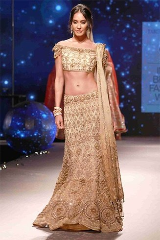 Lisa Haydon walks for Tarun Tahiliani