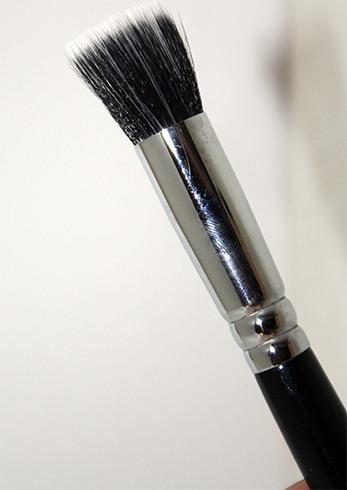 125 Stippling Face Brush – Zoeva