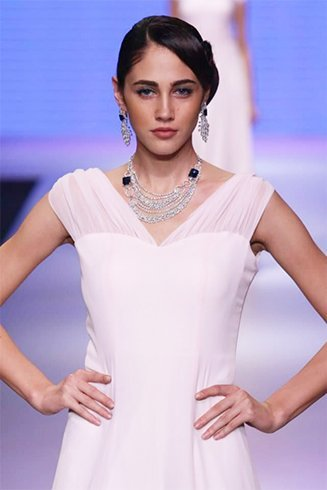 Varuna D Jani necklaces at iijw