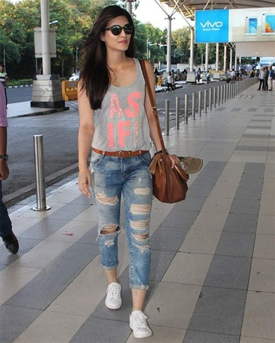 Kriti Sanons Airport Outfit