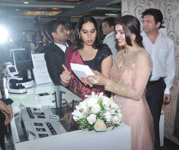 Prachi Desai showcases Manek Gems