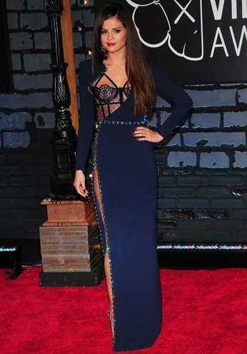 Selena Gomez At The Red Carpet style