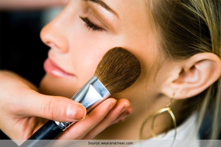 How to Apply Bronzer How to apply bronzer on a round face? How to apply bronzer for a natural look? How to apply bronzer like a pro? How to apply bronzer with a fan brush? How to apply bronzer with a kabuki brush? How to apply bronzer without a brush? How to apply baked bronzer?