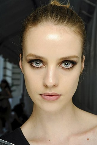 How to apply runway makeup