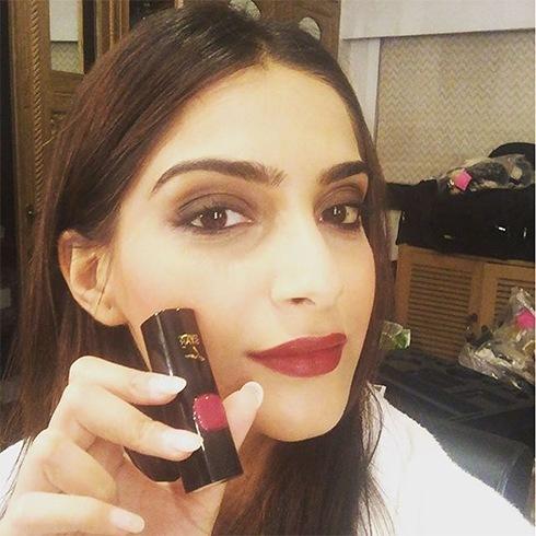 Sonam Loreal Paris lipstick