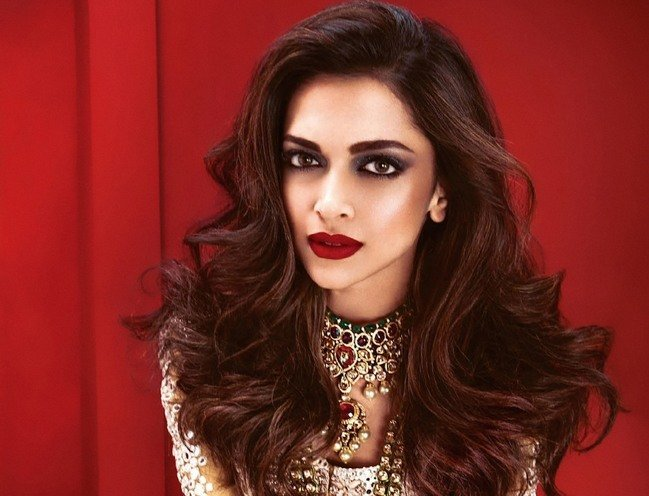 Deepika Padukone Smokey Eye Makeup