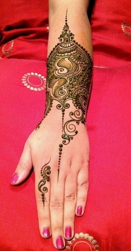 best Mehndi Designs for wrist