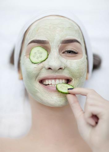 How to Make Cucumber Face Mask: Mixing cucumber or its juice with different natural ingredients and then applying on the face is the usual procedure associated with different cucumber face masks. 1.
