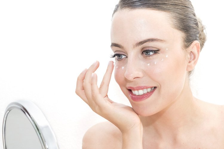 Home Remedies To Get Rid of Under Eye Wrinkles