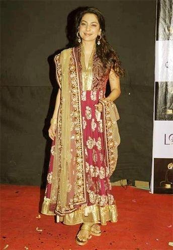 Juhi Chawla Vikram Phadnis outfit