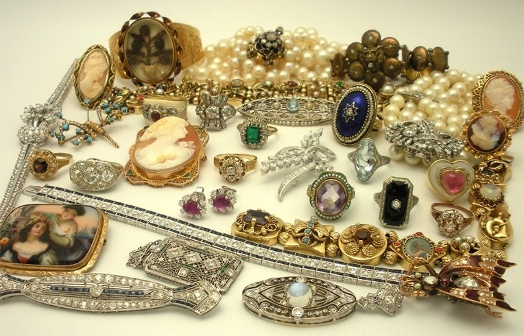 Antique jewellery for women