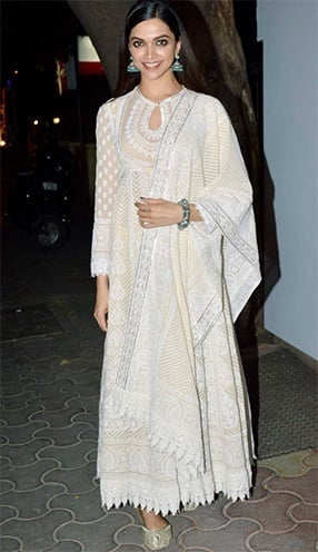 Deepika Padukone Charms Us In Off-White Outfits!