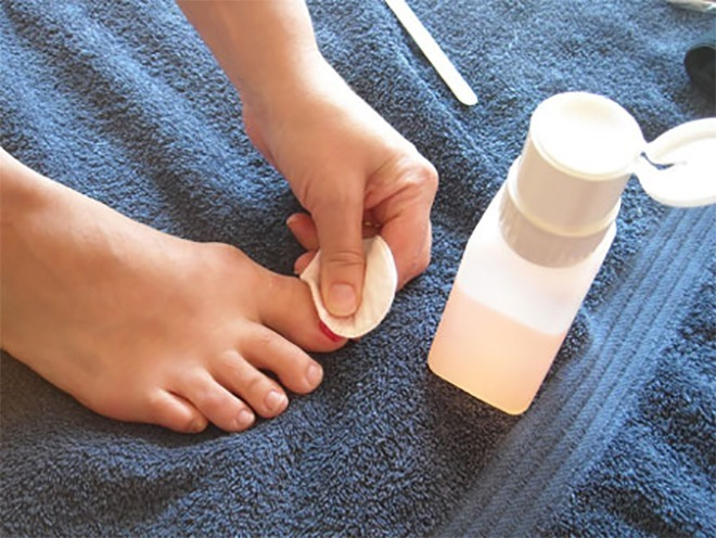 french pedicure at home
