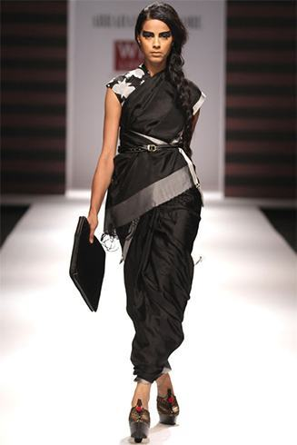 How To Style Black Saree