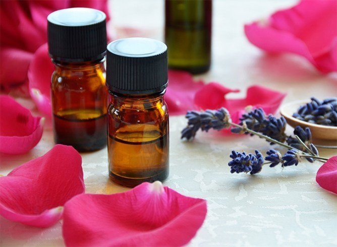Lavender oil and rose face pack