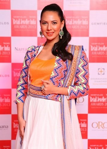 Rochelle Maria Rao at The 9th Annual Gemfields & Nazraana Retail Jeweller India Awards 2013