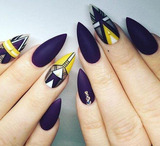 Stiletto nail trend